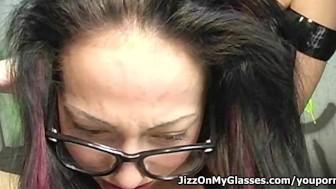 Skinny Porno Hottie Veronica Jett Blows Big Cock for Hot Facial