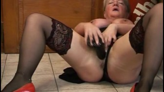 Old fat slut rides black dong