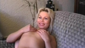 Amateur girlfriend toys and sucks dick with cumshot