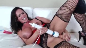 MILF from girlcams.xyz using a huge dildo