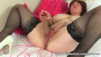 British mum Janey fucks her hairy pussy with a dildo