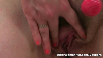 British mum Janey fucks her hairy pussy with a lollipop