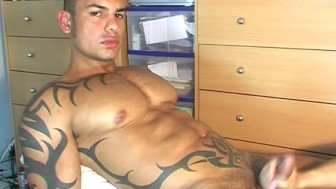 str8 neighbour in a porn: watch his huge cock gets wanked by a guy!