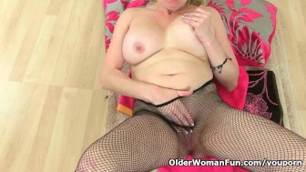 British milf Tori loves to spice things up in the bathroom