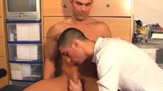 Full video: A innocent delibery guy serviced his big cock by a guy!