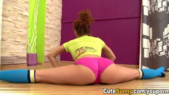 Cute Sunny - Hot naked teeny bending over and doing the splits