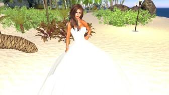 La très jolie Charlotte en robe blanche