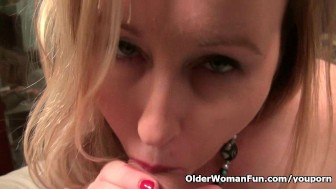 Curvy milf Jewels Carter plays with cameraman s dick