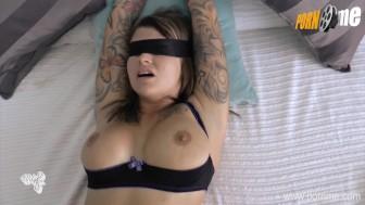 PornMe - Gefesselte Fick-Schlampe muss blasen und wird hart gefickt