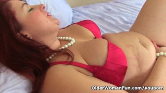 English milf Sexy Scorpio pleases her fuckable pussy