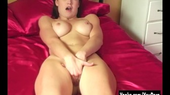Hottie Penellope Masturbating