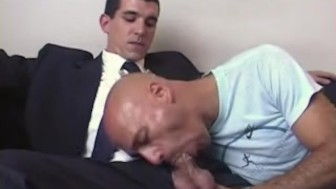 real str8 vendor gets sucked by a guy in spite of him !