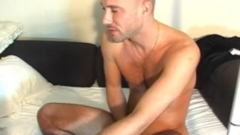 David a real str8 banker getzs wanked his big cock by us !