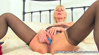 UK gilf Elaine pleasures her 60-year-old clit with a sex toy