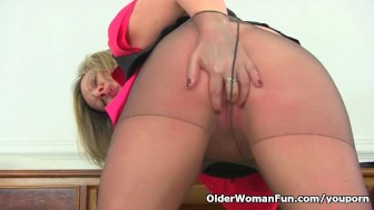 UK milf Silky Thighs Lou doesn't wear knickers at the office today