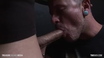 Pierced Emo facefuck and swallow